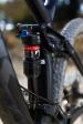 מבחן אופניים Trek Fuel EX 8 2017. בולם ייחודי של FOX עבור אופני TREK עם טכנולגיה ייחודית. וגם אם נשים את כל הדיבור השיווקי הזה בצד מדובר באחד המתלים האחוריים הטובים ביותר שיש בשוק. צילום: תומר פדר