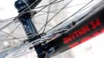 מבחן אופניים Trek Fuel EX 8 2017. אחת ההופעות הראשונות של ציר קדמי BOOST רחב יותר. השיפור בדיוק ובהידוק השלדה מורגש מאד. צילום: תומר פדר