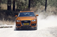 מבחן דרכים אודי Q3. צפוי מרכב פנאי - ובהתאם להגדרת היצרן - יכולת התנועה בשבילים כבושים מצויינת והבטחון רב בזכות ההנעה הכפולה ובקרת יציבות מעולה. צילום: פז בר