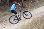 מבחן אופניים ברגמונט קונטרייל 8.0. דורשים שפת גוף אסרטיבית לשינוי כיוון חזק. עקיבה טובה וספיגה נהדרת של אמצע מהלך של המתלים. צילום: תומר פדר