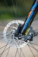 """מבחן אופניים Bergamont Revox 3.0. בחזית תגלו מעצורים מוגדלים עם דיסק בקוטר 180 מ""""מ. עוצמת הבלימה והמינון מצויינים! צילום: תומר פדר"""
