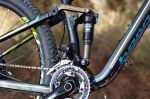 """מבחן אופניים ברגמונט קונטרייל LTD. מתלה 4 זרועות יעיל ולא מתחכם. המלך עומד על 120 מ""""מ ונשלט בידי בולם FOX איבולושן עם CTD - המתלה אקטיבי מאד בכל מצב. מעביר קדמי שימאנו XT שולט בשלוש פלטות. צילום: תומר פדר"""