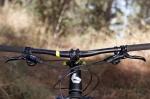 """מבחן אופניים ברגמונט קונטרייל LTD. קוקפיט נקי. כידון 720 מ""""מ רחב ועם רייז נוח. שיפטרים SLX פריכים למגע, ומנופים של אוויד מעט גדולים לטעמי. צילום: תומר פדר"""