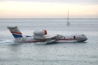 מטוס כיבוי ברייב BE200 מדגים מול חוף מנדרין - חברת ג\'י פורס מייצגת את היצרן בישראל צילום פז בר