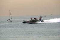 מטוס כיבוי ברייב BE200 מדגים מול חוף מנדרין -ריצת המראה קצרה להפתיע צילום פז בר