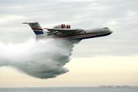 """מטוס כיבוי ברייב BE200 מדגים מול חוף מנדרין -מהירות הטלה של 190 קמ\""""ש ורום של 50 מטרים מעל למטרה מבטיחים כיבוי יעיל צילום פז בר"""