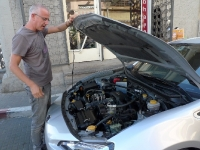 סובארו BRZ, אורי גוטליב במפגש של חשקים, נהיגה, זוגיות וסביצ\'ה. תובנות על מנועי בוקסר דרך מגדש הטורבו של אלפא רומאו. צילום: פז בר