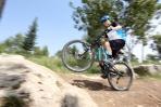 מבחן אופניים cannondale trigger 4. כאן אפשר לראות את המתלה האחורי מתכווץ מהווילי - לא בהכרח תכונה חיובית בקונטקס של מעבר סלעים. צילום: תומר פדר