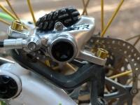 מבחן אופני הרים, קנונדייל ג\'אקיל 2012. קליפר בלם אחורי - שימאנו XTR עם צלעות קירור להחלפת חום מהירה ועם עוצמה ומינון מדהימים. צילום: פז בר