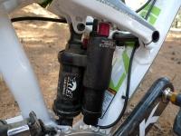 מבחן אופני הרים, קנונדייל ג\'אקיל 2012. הבולם האחורי של FOX מכיל שני מעגלי שיכוך מקבילים לשניהם בוררי מהירות ועומס ראשוני. האפקט מרשים מאד. צילום: פז בר