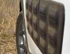 מבחן רכב סיטרואן קקטוס. פגושי אוויר בולטים על הרקע של אחד מגווני הצבע הרבים שיש לרכב הזה. צילום רוני נאק
