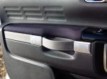 מבחן רכב סיטרואן קקטוס. עיצוב מבריק של דיפוני הדלתות ומחווה לסיטרואנים של פעם עם רצועות העור לדלתות. צילום רוני נאק