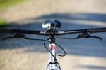 מבחן אופניים צ'ארג' קוקר. ללא מתלים, מעבירי הילוכים ועם שלדת פלדה מקסימה יש לאופני ההרים ההלו קסם אסטתי רב אבל גם יכולת לייצור חיוכים רחבים במיוחד. כל זה במחיר של 3,600 שקלים. צילומים: תומר פדר