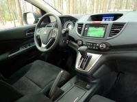 מבחן רכב הונדה CR-V. תא הנהג עשוי למופת. אם זה בחירת החומרים, הנדסת האנוש והחיבור בינהם - מושלם. צילום: פז בר