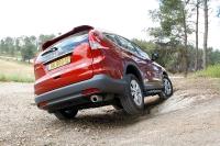 מבחן רכב הונדה CR-V. נוח בשביל, מערכת הנעה יעילה מתמודד יפה עם הצלבות צריך להזהר על הפגושים. צילום: פז בר