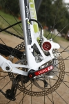 אופני הרים במבחן שטח. מעצורים חזקים מבית פורמולה, וציר גלגל אחורי 12 מ