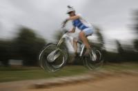 אופני הרים במבחן שטח. הקיוב 130 AMS עפים רחוק ונוחתים ברכות. צילום: פז בר