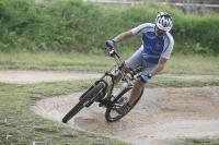 אופני הרים במבחן שטח. הקיוב 130 AMS כיפיים לרכיבה, ויספקו מענה לרוכב XC שאוהב מדי פעם לגוון גם ב-AM. צילום: פז בר