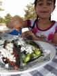 ארוחת בוקר של אלופים בשטח. ארוחת בוקר עשירה באנרגיה שגם תעסיק את הצעירים שבחבורה. קל להכנה, אנרגטי ומשביע לשעות רבות. צילום: רוני נאק