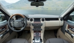 מבחן רכב לנד רובר דיסקברי 4 SDV. הפנים מכיל עור, עץ ואלומיניום-על-אמת. עידכוני הדגם כוללים מערכת שמע חדשה וניואנסים קטנים. האיכות הכללית מהשורה הראשונה. צילום: רוני נאק