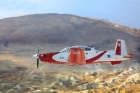 מטוס העפרוני בעל מעטפת טיסה מאד רחבה. מפרופיל צמוד-קרקע כבצילום ועד רום טיסה רב צילום: דו