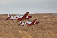 מטוס עפרוני בטיסת מבנה מעל לנגב. יוצר במיוחד לשמש להדרכה בחילות האוויר של העולם צילום: דו