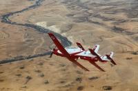 מטוס העפרוני במבנה מכונס מעל נחל באר שבע. יחליף את הצוקיות גם בצוות האירובאטי צילום: דו