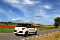 השקה פיאט 500L. פיאט מביאה את מקדם המגניבות של ה-500 הקטנה לסגמנט הפנאי. גרסאות השטח בדרך. צילום: FIAT