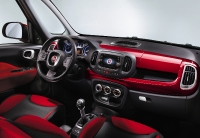 השקה פיאט 500L. החינניות ממשיכה גם בפנים, שישה הילוכים, מערכת שמע מעולה של BEATS, ובקרת אקלים אופטימית. צילום: FIAT