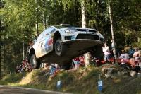 ראלי פינלנד הוא אחד המפורסמים ביותר בסבב אליפות העולם בראלי, ראלי פינלנד מאופיין בשבילי עפר הדוקים, מהירים ביותר ובקפיצות גבוהות וארוכות ביותר צילומים באדיבות הצלם ווילי ווינס הבלגי בלעדי לאתר שטחVW MOTORSPORT TEAM IN ACTION DURING
