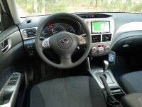 לוח מחוונים וסביבת הנהג בסובארו פורסטר צילום פז בר