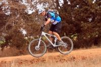 מבחן אופניים Ghost ASX4900. אופני כניסה עם שיכוך מלא. נוחים לאורך זמן ועם יציבות כיוונית טובה שלא דורשת התייחסות מיוחדת לשמירת הכיוון ברכיבה. צילום: רמי גלבוע