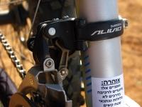 מבחן אופניים Ghost ASX4900. לא באמת ציפיתם לקבל כאן תושבת בשלדה נכון? מעביר קדמי אליביו דווקא תפקד יפה גם ברמות עומס גבוהות. צילום: רוני נאק