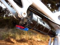 מבחן אופניים Ghost ASX4900. אופני כניסה עם שיכוך מלא. בולם אחורי X-Fusion עם קפיץ אוויר, שיכוך החזרה ונעילה. לא הצלחנו להגיע למצב שבו הוא הצליח לטפל בריבאונד באופן מדוייק. צילום: רוני נאק