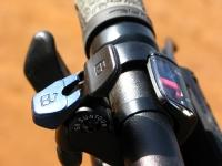 מבחן אופניים Ghost ASX4900. הקוקפיט נקי ומסודר על כידון של גוסט עם רייז נוח. בצילום כפתור נעילת המזלג והשיפטרים עם החיווי של שימאנו. צילום: רוני נאק