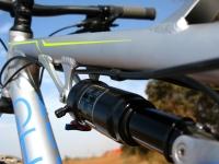 מבחן אופניים Ghost ASX4900. ניתוב הכבלים גבוה ועובר בצמוד לצינור השלדה העליון. הכיתוב והגימור יפים מאד. צילום: רוני נאק