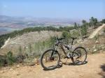טיול אופניים לגלבוע. על אופניים בסינגל הגלבוע, מאתר הסקי, למצפה ווינה, להר הגיבורים, לגן נר ובחזרה לארוחה בקימל. צילום: רוני נאק