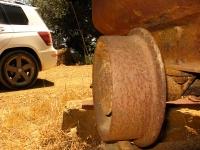 מבחן רכב מרצדס GLK. גלגלי הפלדה. גרסת 350 פרימיום מצוידת בחישוקי גלגל 19 אינץ\' וצמיגים במידות שונות. גם המתלים מוקשחים ומונמכים. צילום: רוני נאק