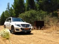 מבחן רכב מרצדס GLK. גלגלי הפלדה 2 - מול מכרות הברזל של רכס מנרה - היקים שהגיעו למקום יצאו לחפש חומרי גלם. גם אנחנו. צילום: רוני נאק