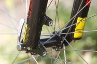 """מבחן אופניים GT Avalanche 4.0. שלדת triple triangle עם """"הכנה לדיסק"""", ברגל בולם סאן-טור הקדמי. צילום: פז בר"""