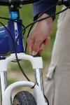 מבחן אופניים GT KARAKORAM. כיוון עומס הקפיץ הוא הכרחי כדי להפיק משהו מהמזלג הזה. וצריך הרבה סיבובים. צילום: פז בר