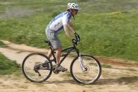אופני הרים במבחן שטח. GT sensor 9r expert. כאן אפשר לראות את הממדים לא רק הכרס אלא גם של האופניים צילום: פז בר