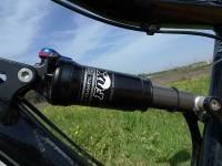 אופני הרים במבחן שטח. GT sensor 9r expert. לבולם הזעזועים מפוקס יש נעילה - מיותר לגמרי צילום: פז בר