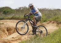 אופני הרים במבחן שטח. GT sensor 9r expert. לא קטר ואפשר להשתעשע צילום: פז בר