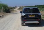 טיול שטח עם מיצובישי אאוטלנדר. תחילת המסלול בבית הקברות של טובא זנגריה - סימון שבילים כחול. חולצים את הפקק במסלול טיול רטוב בין ראש פינה, לקיבוץ שמיר. צילום: רוני נאק