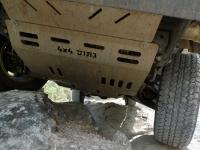 מיצובישי האנטר משופר גתוס במבחן דרכים. מיגון מלא של גתוס הכולל הגנה על תחתית המנוע, תיבת הילוכים, טרנספר, מיכל דלק וסף.צילום: פז בר