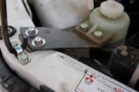 מיצובישי האנטר משופר גתוס במבחן דרכים. תושבות מיוחדות למיכלי הנוזלים שהועתקו ממקומם. צילום: פז בר