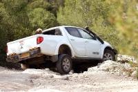 מיצובישי האנטר משופר גתוס במבחן דרכים. הפגוש האחורי נותן זווית חדשה לזנב של הטנדר 4X4. צילום: פז בר
