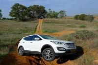 מבחן דרכים יונדאי סנטה פה 2013. יונדאי חוזרת לשטח עם דגם חדש לרכב הפנאי. בקרת משיכה סבירה, מהלך מתלים קצר, ואמצעי עזר נוספים מאפשרים טיול שטח מוגבל. צילום: פז בר