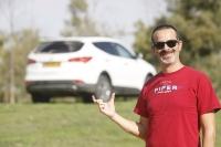 מבחן דרכים יונדאי סנטה פה 2013. יונדאי חוזרת לשטח עם דגם חדש לרכב הפנאי. חישוקי 18 אינץ\' נראים קטנים אך מוספים לנוחות הנסיעה. צילום: פז בר